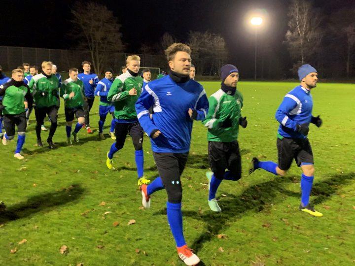 Trainingsauftakt des FC Gütersloh mit 19 Spielern