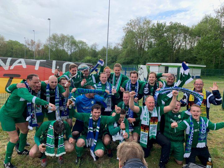 Geschafft! FC Gütersloh II feiert den Aufstieg!