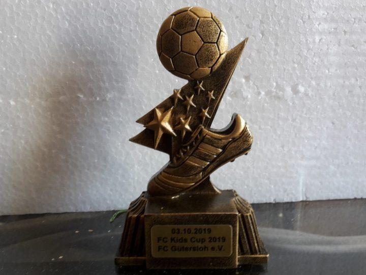 240 Pokale für den FC Kids Cup 2019