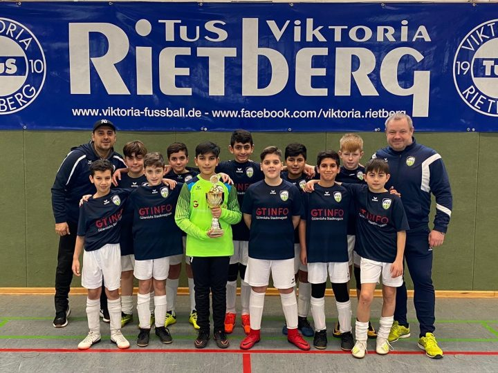 D2-Junioren mit Pokalgewinn bei Viktoria Rietberg