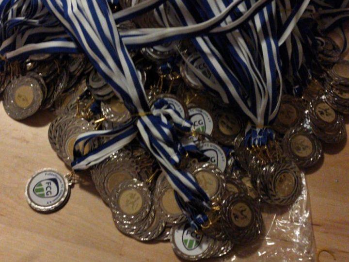 945 Medaillen für den Sparkassen Junior Cup fertig