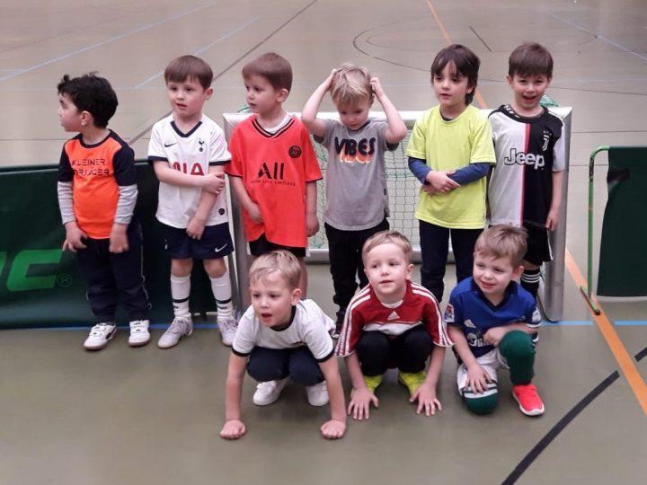 Drei- bis fünfjährige FCG-Kids haben ganz viel Spaß