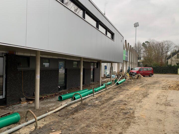 Firma Hermann Peitz pflastert im Ohlendorf Stadion im Heidewald